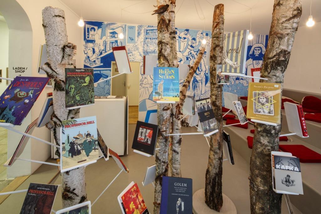 """Ausstellungsansicht """"Wurzellose Kosmopoliten"""", Kunsthaus Dresden. Foto: David Brandt"""